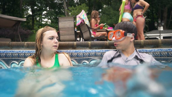 Kayla (Elsie Fisher) befriends Gabe (Jake Ryan) at